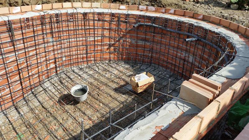 Construcci n de piscinas sumipool mantenimiento de for Como se construye una piscina de concreto