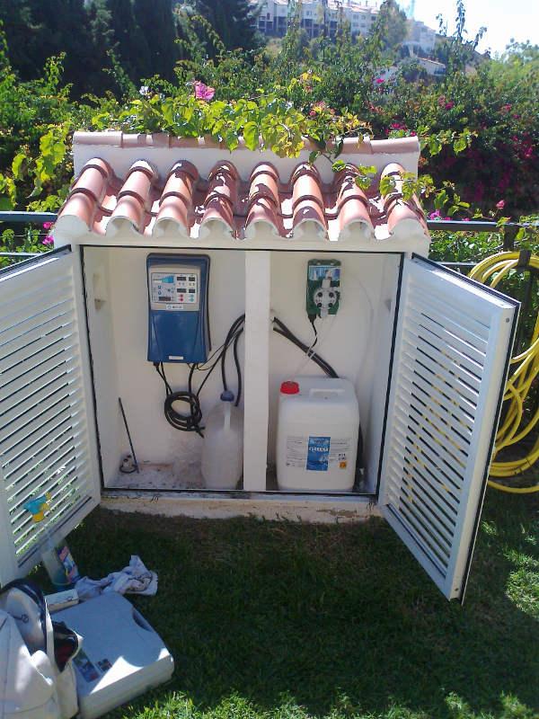 Equipos de electrolisis sumipool mantenimiento de for Piscinas malaga construccion
