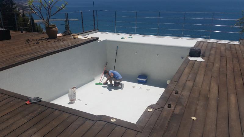 Lecheo y limpieza de piscinas sumipool mantenimiento for Piscinas malaga construccion