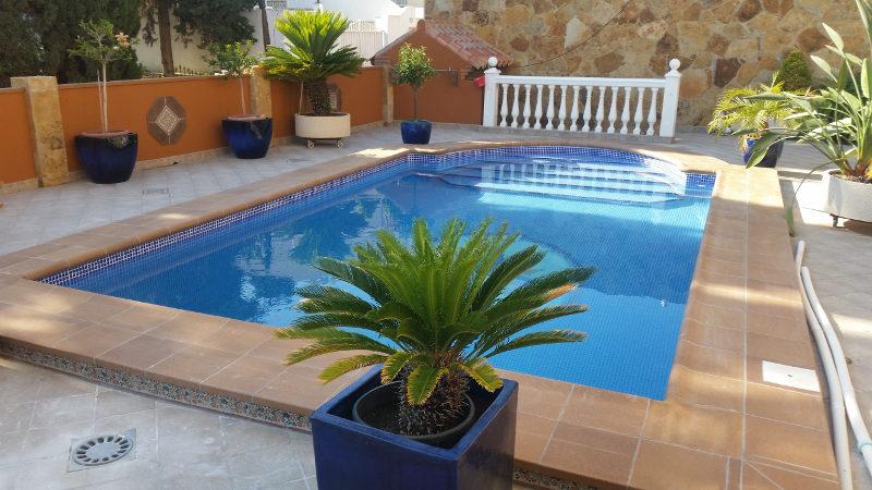 Mantenimiento de piscinas y spa sumipool mantenimiento for Construccion de piscinas en malaga
