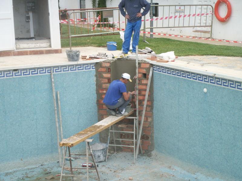 Reformas de piscinas sumipool mantenimiento de - Escalera piscina decathlon ...
